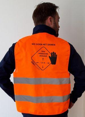 Oranje veiligheidshesje voor 1,5 meter afstand